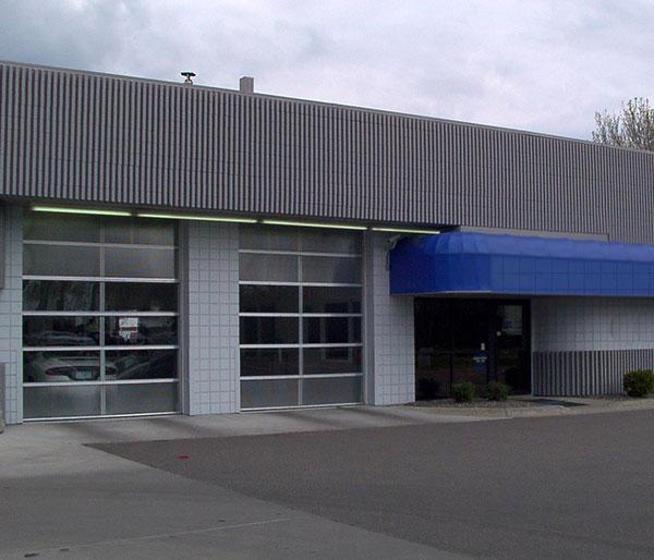 Specialty commercial garage doors overhead door company for Garage door companies in michigan